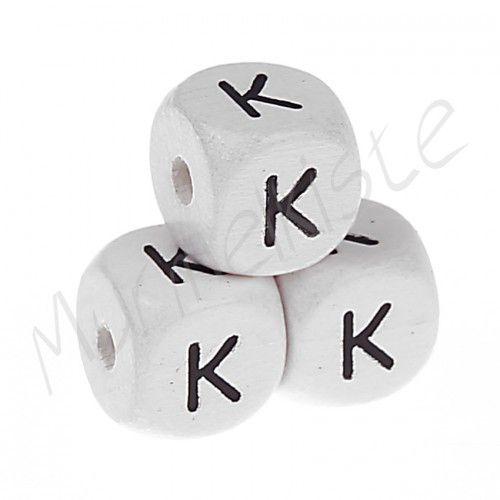 Buchstabenperlen weiß 10x10mm geprägt 'K' 313 auf Lager
