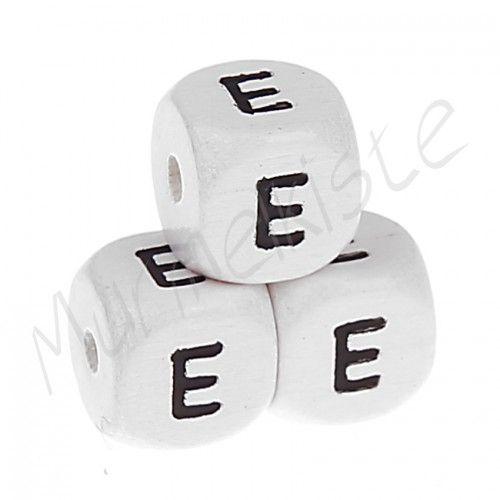 Buchstabenperlen weiß 10x10mm geprägt 'E' 2688 auf Lager